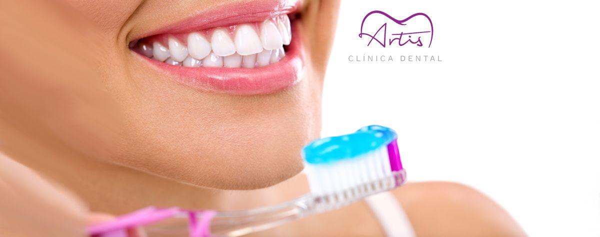 L'OCU desmunta les pastes de dents blanquejadores que no blanquegen